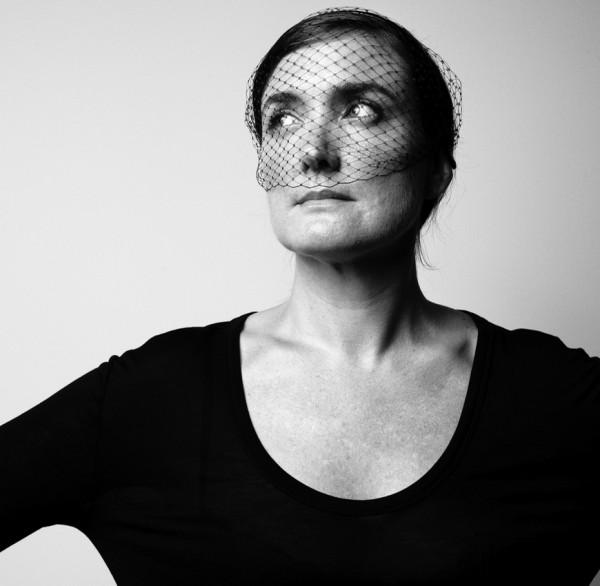 Jennifer Behr Designer New Yorkaise Accessoires de Tête Voile Noir Elegance The House Of Eyewear Opticien Paris