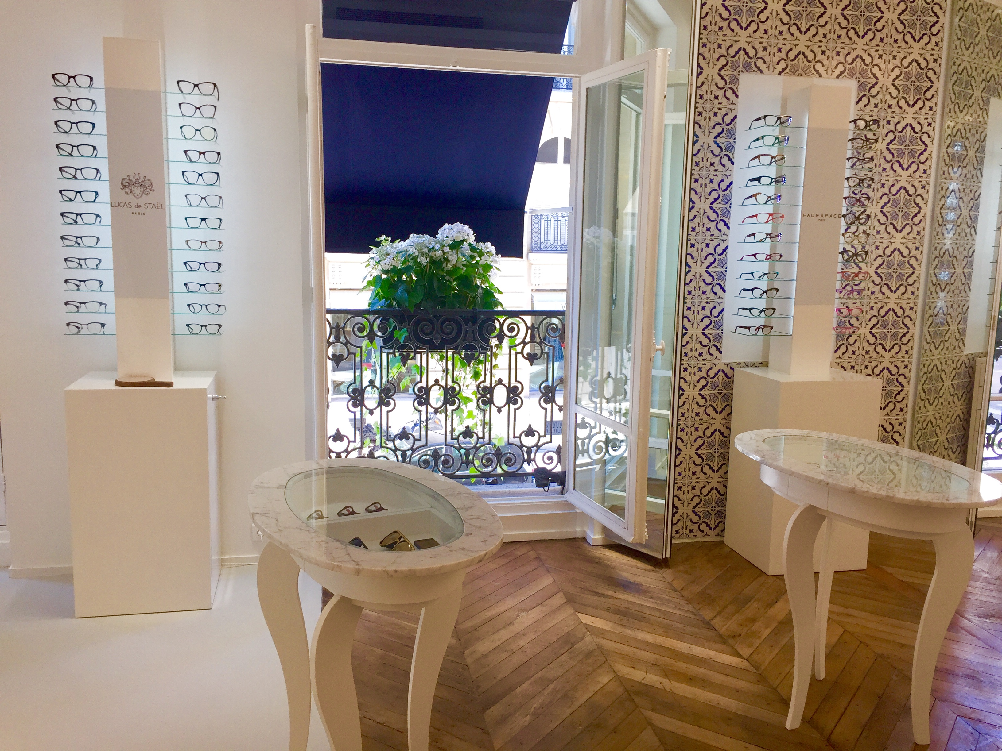Fenetre Premier Etage Boutique The House of Eyewear Opticien Paris