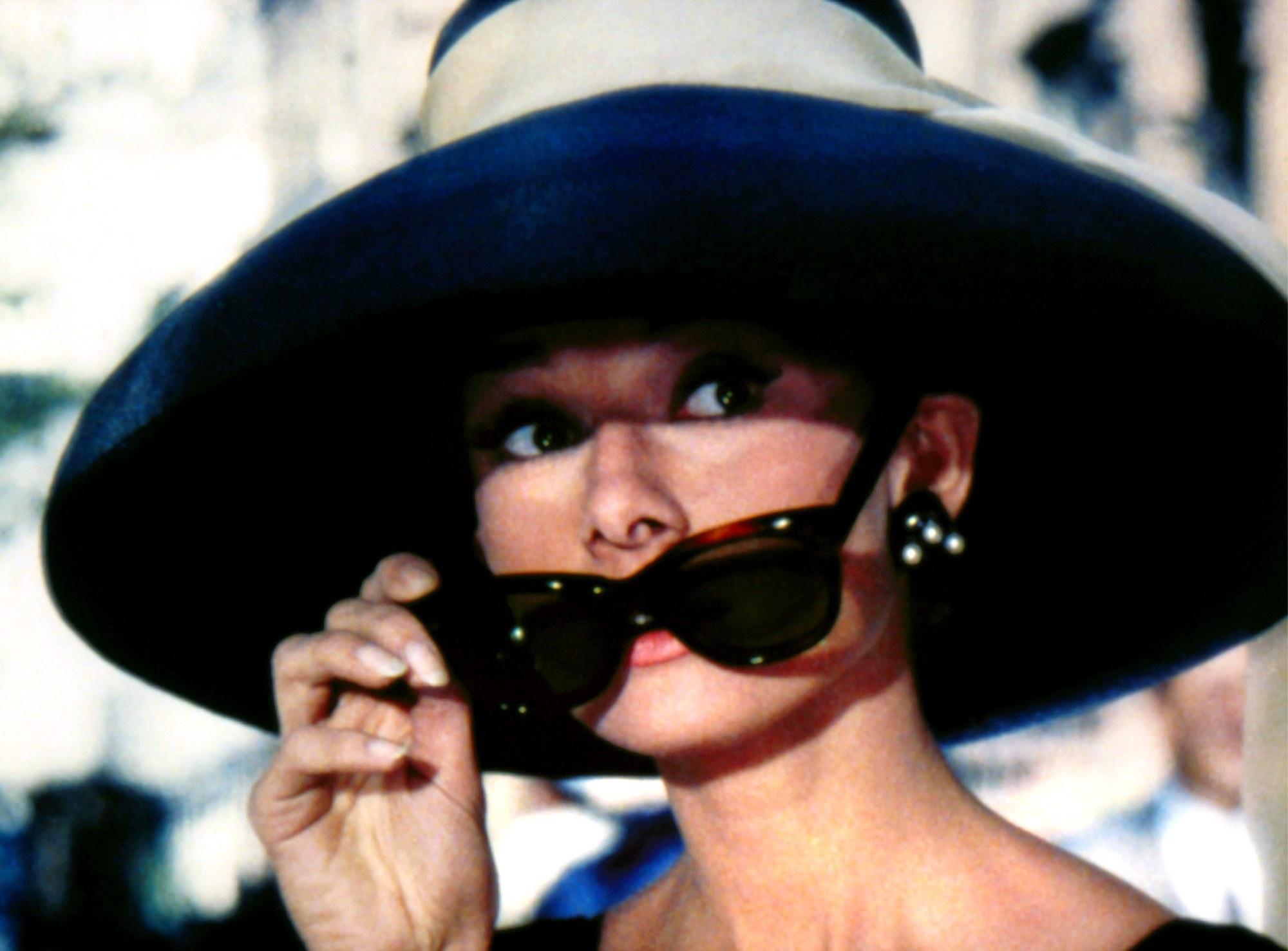 audrey-hepburn-breakfast-at-tiffanys-sunglasses