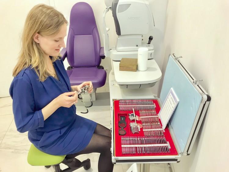 Charlotte-optométriste-examen-de-vue-pilote-de-super-destroyer-stellaire